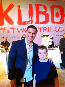 Director of KUBO Travis Knight was super cool with The Critter, giving him all the KUBO 411 at the premiere after party